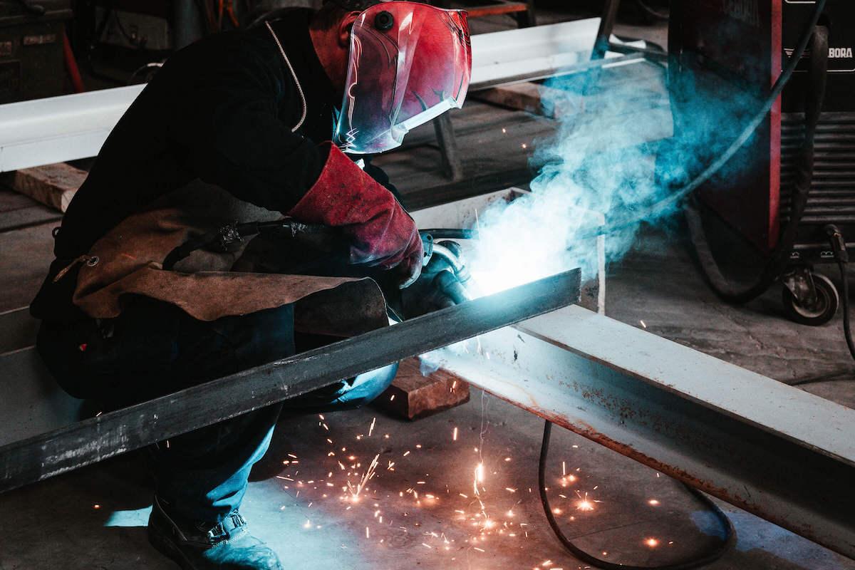 Photographie d'un métallurgiste par l'agence arti